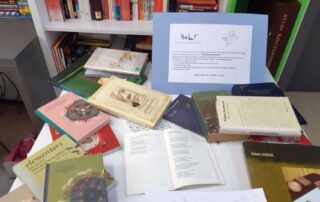 Stół z książkami