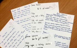 Kartki papieru z tekstami