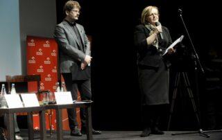 Alina Gużyńska, dyrektor PR PKN Orlen, sponsora Nagrody im. Zbigniewa Herberta 2013, Andrzej Franaszek sekretarz jury