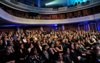 Goście zgromadzeni w Teatrze Polskim