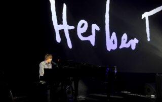 Juliusz Kamil śpiewa wiersz Zbigniewa Herberta